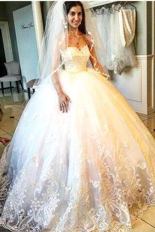 Attractive Appliques Beads Wedding Dresses Sweetheart Neckline Lace Edge Bridal Gowns Floor Length Wedding Gown
