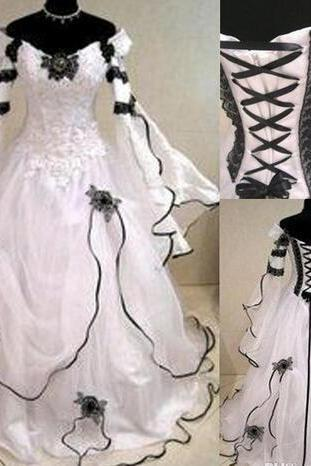 Vintage 2018 Black And White Lace Organza Off Shoulder Victorian Wedding Dresses Cheap Julie Long Sleeves Applique Long Bridal Gowns